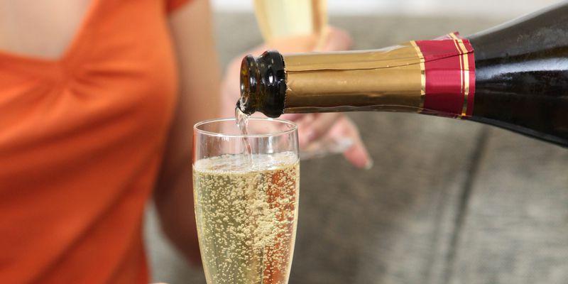 Servir du Champagne © Phovoir